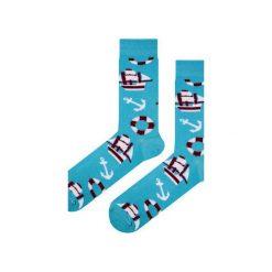 Skarpety niebieskie w kotwice - marynistyczne. Niebieskie skarpety męskie Em men's accessories, z bawełny. Za 29.99 zł.
