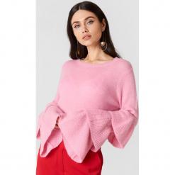 NA-KD Dzianinowy sweter z rękawem z falbanami - Pink. Różowe swetry damskie NA-KD, z dzianiny, z okrągłym kołnierzem. W wyprzedaży za 48.78 zł.