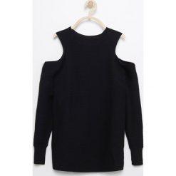 Sweter z odkrytymi ramionami - Czarny. Swetry damskie marki bonprix. W wyprzedaży za 49.99 zł.