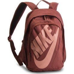 Plecak NIKE - BA5217 236. Brązowe plecaki damskie Nike, z materiału, sportowe. W wyprzedaży za 149.00 zł.