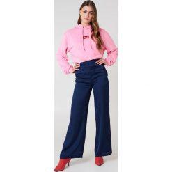 NA-KD Bluza z kapturem i logo NA-KD - Pink. Różowe bluzy damskie NA-KD. W wyprzedaży za 113.37 zł.