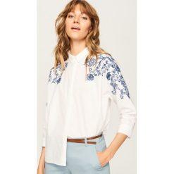 Koszula z wyhaftowanym wzorem - Biały. Białe koszule damskie Reserved. Za 59.99 zł.