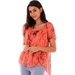 Koszulka w kolorze koralowym. T-shirty damskie 100% Soie, klasyczne, z asymetrycznym kołnierzem, z krótkim rękawem. W wyprzedaży za 130.95 zł.