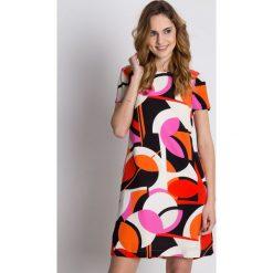 Prosta wiskozowa sukienka z podszewką i krótkim rękawem BIALCON. Brązowe sukienki damskie BIALCON, w geometryczne wzory, z wiskozy, biznesowe, z krótkim rękawem. W wyprzedaży za 148.00 zł.
