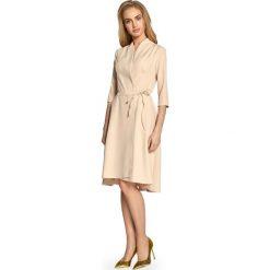 Sukienka na zakładkę s099. Brązowe sukienki damskie Style, biznesowe, z asymetrycznym kołnierzem. W wyprzedaży za 109.00 zł.