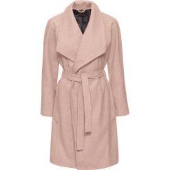 Krótki płaszcz z wykładanym kołnierzem bonprix stary jasnoróżowy. Płaszcze damskie marki FOUGANZA. Za 189.99 zł.