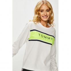Tommy Jeans - Bluzka. Szare bluzki damskie Tommy Jeans, z nadrukiem, z bawełny, casualowe, z okrągłym kołnierzem. Za 229.90 zł.