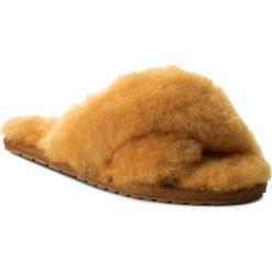 Kapcie EMU AUSTRALIA - Mayberry W11573 Mustard. Żółte kapcie damskie Emu Australia, ze skóry. Za 259.00 zł.