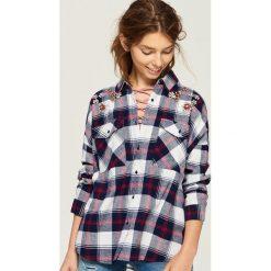 Koszula z biżuteryjną aplikacją - Wielobarwn. Koszule damskie marki SOLOGNAC. W wyprzedaży za 39.99 zł.