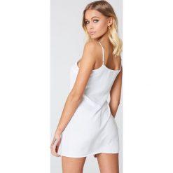 NA-KD Basic Sukienka z tkaniny Basic - White. Sukienki damskie NA-KD Basic, z tkaniny. Za 72.95 zł.