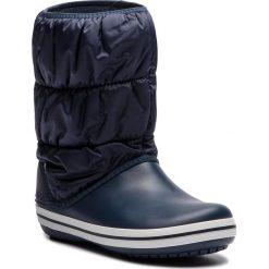 Śniegowce CROCS - Winter Puff Boot 14614 Navy/White. Niebieskie kozaki damskie Crocs, z materiału. W wyprzedaży za 199.00 zł.