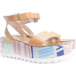 pretty sandały z gumowym zapieciem