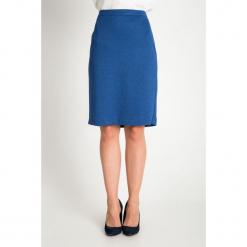 Niebieska gładka spódnica QUIOSQUE. Niebieskie spódnice damskie QUIOSQUE, z dzianiny, klasyczne. Za 139.99 zł.