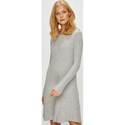 Vero Moda - Sukienka. Szare sukienki damskie Vero Moda, z dzianiny, casualowe, z okrągłym kołnierzem. Za 169.90 zł.