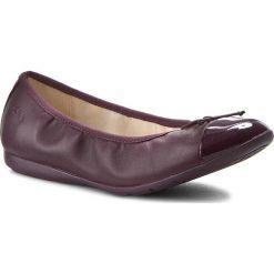 Baleriny CLARKS - Dance Puff Jnr 261201866 Purple Leather. Baleriny damskie Clarks, ze skóry. W wyprzedaży za 169.00 zł.