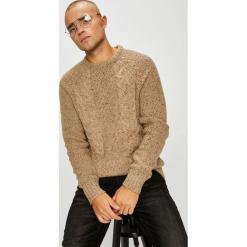 Premium by Jack&Jones - Sweter. Brązowe swetry przez głowę męskie Premium by Jack&Jones, z dzianiny, z okrągłym kołnierzem. Za 299.90 zł.