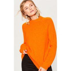 Sweter z wełną - Pomarańczo. Szare swetry damskie Mohito, z wełny. Za 149.99 zł.