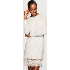 Sweter z koronkowym dołem - Jasny szar. Szare swetry damskie Reserved, z koronki. Za 119.99 zł.