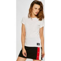 Calvin Klein Jeans - Top. Szare topy damskie Calvin Klein Jeans, z bawełny, z okrągłym kołnierzem, z krótkim rękawem. Za 119.90 zł.