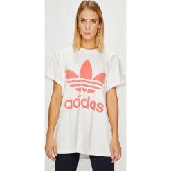 Adidas Originals - Top. Szare topy damskie adidas Originals, z aplikacjami, z bawełny, z okrągłym kołnierzem, z krótkim rękawem. Za 149.90 zł.