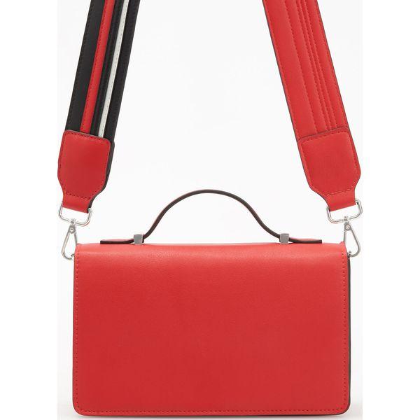 5d6acf7efff66 Czerwona torebka na szerokim pasku - Czerwony - Torebki do ręki ...