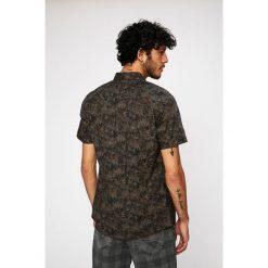 Medicine - Koszula Traveller. Szare koszule męskie MEDICINE, z bawełny, z klasycznym kołnierzykiem, z krótkim rękawem. W wyprzedaży za 39.90 zł.