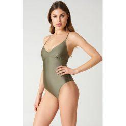 NA-KD Swimwear Kostium kąpielowy sznurowany z tyłu - Green. Zielone kostiumy jednoczęściowe damskie NA-KD Swimwear. Za 100.95 zł.