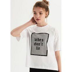 Bawełniany t-shirt z nadrukiem - Biały. T-shirty damskie marki DOMYOS. Za 24.99 zł.