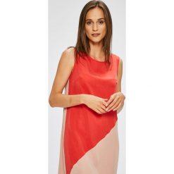 Trendyol - Sukienka. Różowe sukienki damskie Trendyol, z lyocellu, casualowe, z asymetrycznym kołnierzem. W wyprzedaży za 139.90 zł.