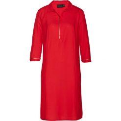 Sukienka szmizjerka bonprix truskawkowy. Czerwone sukienki damskie bonprix, z koszulowym kołnierzykiem. Za 89.99 zł.