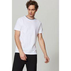 T-shirt z dzianiny strukturalnej - Biały. Białe t-shirty męskie Reserved, z dzianiny. Za 49.99 zł.