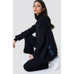 NA-KD Bluza z rozcięciami - Black. Czarne bluzy damskie NA-KD, z haftami. Za 161.95 zł.