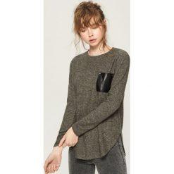 Sweter z kieszenią - Szary. Szare swetry damskie Sinsay. Za 39.99 zł.