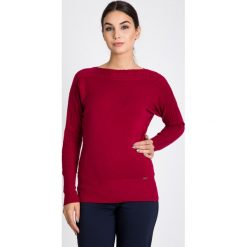 Bordowy sweter z ozdobnym splotem QUIOSQUE. Czerwone swetry damskie QUIOSQUE, na jesień, ze splotem, z okrągłym kołnierzem. W wyprzedaży za 79.99 zł.