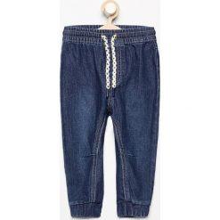Jeansowe spodnie jogger - Granatowy. Jeansy dla chłopców marki Reserved. Za 29.99 zł.