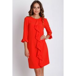 Czerwona sukienka z rękawem 3/4  BIALCON. Czerwone sukienki damskie BIALCON, eleganckie, z kopertowym dekoltem. W wyprzedaży za 140.00 zł.