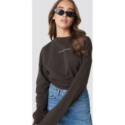 NA-KD Trend Bluza Passionate - Brown. Brązowe bluzy damskie NA-KD Trend, z nadrukiem, z dzianiny. Za 161.95 zł.