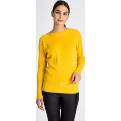 Żółty sweter z ozdobnym splotem QUIOSQUE. Żółte swetry damskie QUIOSQUE, na jesień, ze splotem, z okrągłym kołnierzem. W wyprzedaży za 109.99 zł.