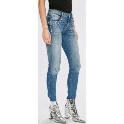 Guess Jeans - Jeansy Sexy Curve. Niebieskie jeansy damskie Guess Jeans. W wyprzedaży za 499.90 zł.