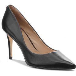 Szpilki GUESS - FLBE74 LEA08 BLACK. Czarne szpilki damskie Guess, ze skóry. W wyprzedaży za 409.00 zł.