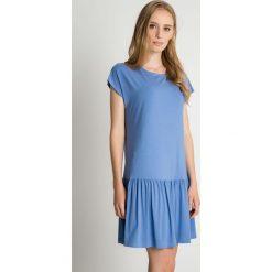 Jasnoniebieska sukienka z falbaną u dołu BIALCON. Niebieskie sukienki damskie BIALCON, na lato, z falbankami. Za 139.00 zł.