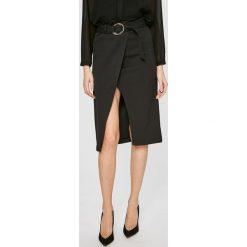 Answear - Spódnica Stripes Vibes. Szare spódnice damskie ANSWEAR, w paski, z materiału. W wyprzedaży za 99.90 zł.
