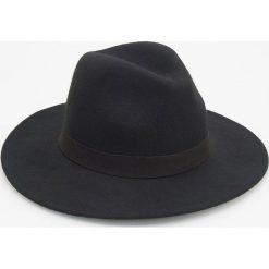 Wełniany kapelusz - Czarny. Czarne czapki i kapelusze męskie Reserved. Za 79.99 zł.