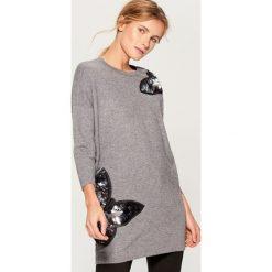 Sweter z aplikacją - Szary. Szare swetry damskie Mohito. Za 119.99 zł.