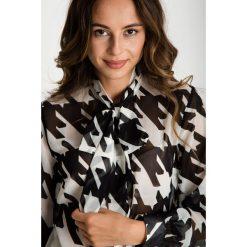 Biało-czarna koszula z długim rękawem  BIALCON. Białe koszule damskie BIALCON, z materiału, wizytowe, z długim rękawem. W wyprzedaży za 125.00 zł.
