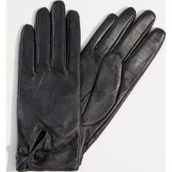 Skórzane rękawiczki z biżuteryjnym zapięciem - Czarny. Czarne rękawiczki damskie Mohito. Za 89.99 zł.