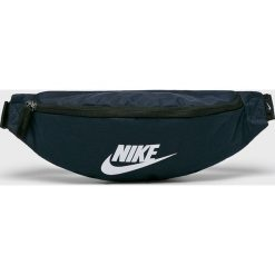 Nike Sportswear - Nerka. Czarne saszetki męskie Nike Sportswear, z materiału, casualowe. Za 79.90 zł.