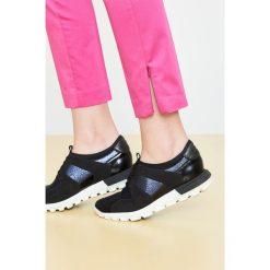 Simple - Buty. Czarne obuwie sportowe damskie Simple, z materiału. W wyprzedaży za 259.90 zł.