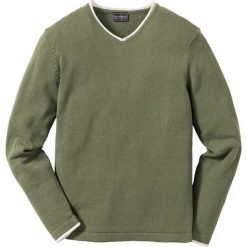Sweter z dekoltem w serek z bawełny z recyclingu bonprix oliwkowy. Swetry przez głowę męskie marki Giacomo Conti. Za 74.99 zł.