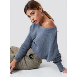 NA-KD Dzianinowy sweter z odkrytymi ramionami - Blue. Niebieskie swetry damskie NA-KD, z dzianiny. Za 121.95 zł.